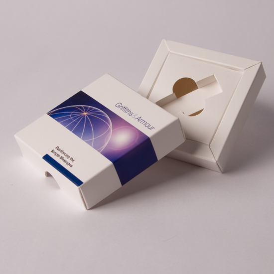Lift Off lid promotional box to Hold USB